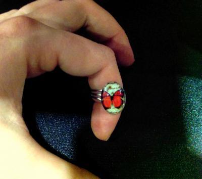 Bague rouge papillon