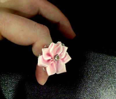 Bague rose en tissu