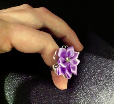 Bague violette en tissu