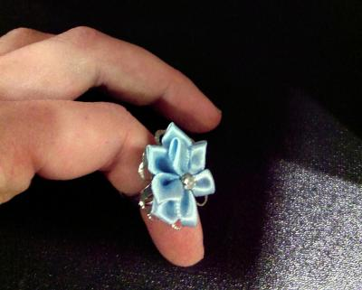 Bague bleue en tissu