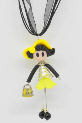 'Demoiselle' with a bag